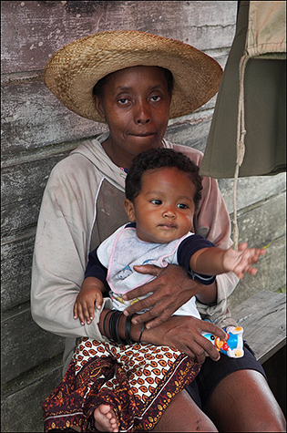 Mother-and-child,-Madagascar.jpg